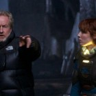 Ridley Scott y Noomi Rapace en Prometheus
