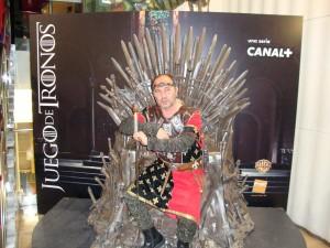 Extra en el trono de hierro