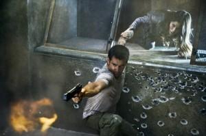Colin Farrell y Jessica Biel en Desafió Total (2012)