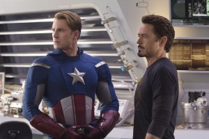 Chris Evans y Robert Downey Jr. en Los vengadore