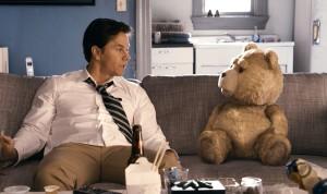 Mark Whalberg y Ted en Ted