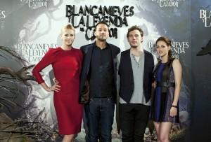 Actores y director de Blancanieves y la leyenda del cazador