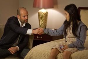 Jason Statham y Catherine Chan en Safe