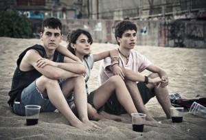 Àlex Monner, Marina Comas, y Albert Baró en Los niños salvajes