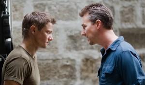 Jeremy Renner y Edward Norton en El legado de Bourne