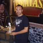 Andrés Iniesta en la presentación de ¡Piratas!