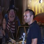 Andrés Iniesta en la presentación de ¡Piratas! (2)