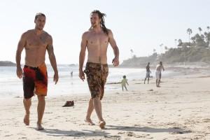 Taylor Kitsch y Aaron Taylor-Johnson en Salvajes