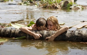 Tom Holland y Naomi Watts en Lo imposible