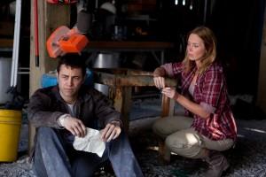Joseph Gordon Levitt y Emily Blunt en Looper