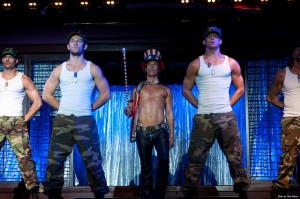 Alex Pettyfer, Matthew McConaughey, y Channing Tatum en Magic Mike