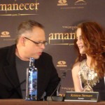 Bill Condon y Kristen Stewart en la rueda de prensa Amanecer parte 2 (2)