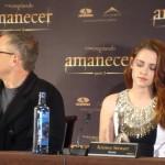Bill Condon y Kristen Stewart en la rueda de prensa Amanecer parte 2