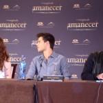 Kristen Stewart, Taylor Lautner, y Robert Pattinson en la rueda de prensa Amanecer parte 2 (3)