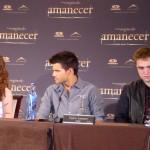 Kristen Stewart, Taylor Lautner, y Robert Pattinson en la rueda de prensa Amanecer parte 2 (2)