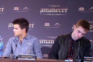 Taylor Lautner y Robert Pattinson en la rueda de prensa Amanecer parte 2