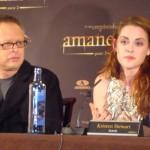 Bill Condon y Kristen Stewart en la rueda de prensa Amanecer parte 2 (3)