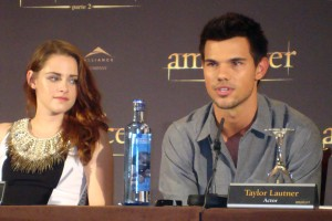 Kristen Stewart y Taylor Lautner en la rueda de prensa Amanecer parte 2 (2)