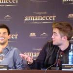 Taylor Lautner y Robert Pattinson en la rueda de prensa Amanecer parte 2 (2)