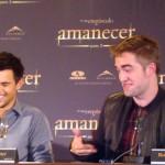 Taylor Lautner y Robert Pattinson en la rueda de prensa Amanecer parte 2 (3)