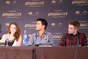 Kristen Stewart, Taylor Lautner, y Robert Pattinson en la rueda de prensa Amanecer parte 2