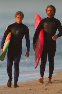 Jonny Weston y Gerard Butler Persiguiendo Mavericks