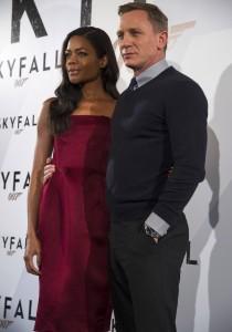 Naomie Harris y Daniel Craig en la presentación de Skyfall