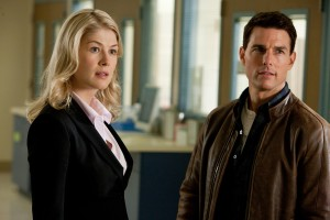 Rosamund Pike y Tom Cruise en Jack Reacher