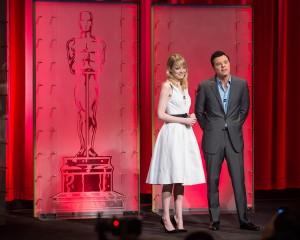 Emma Stone y Seth MacFarlane en la lectura de nominados a los Oscars 2013