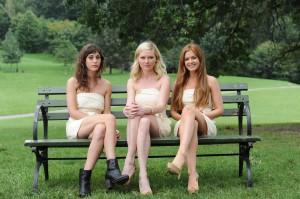 Lizzy Caplan, Kirsten Dunst, e Isla Fisher en Despedida de soltera