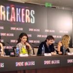 Rachel Korine, Selena Gomez, Harmony Korine, Ashley Benson, y Vanessa Hudgens en la rueda de prensa Spring Breakers