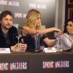 Harmony Korine, Ashley Benson, y Vanessa Hudgens en la rueda de prensa Spring Breakers