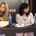 Ashley Benson y Vanessa Hudgens en la rueda de prensa Spring Breakers