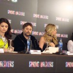 Selena Gomez, Harmony Korine, Ashley Benson, y Vanessa Hudgens en la rueda de prensa Spring Breakers