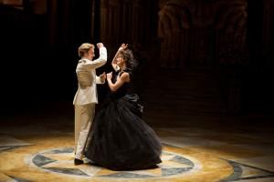 Aaron Taylor-Johnson y Keira Knightley en Anna Karenina