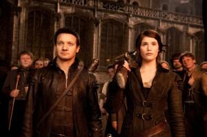 Jeremy Renner y Gemma Arterton en Hansel y Gretel: Cazadores de brujas