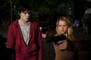 Nicholas Hoult y Teresa Palmer en Memorias de un zombie adolescente