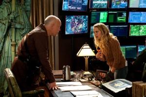 John Malkovich y Teresa Palmer en Memorias de un zombie adolescente