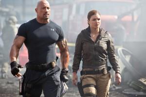 Dwayne Johnson y Gina Carano en Fast & furious 6
