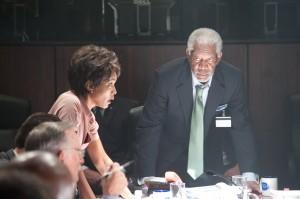 Angela Bassett y Morgan Freeman en Objetivo: La Casa Blanc