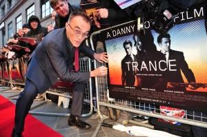 Danny Boyle en la premier en Londres de Trance (2)