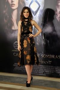 Lily Collins en la presentación de Cazadores de Sombras: Ciudad de Hueso