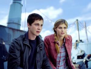 Logan Lerman y Alexandra Daddario en Percy Jackson y el mar de los monstruos