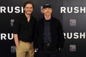 Daniel Brühl y Ron Howard en la presentación de Rush (2)