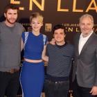 Nina Jacobson, Liam Hemsworth, Jennifer Lawrence, Josh Hutcherson, y Francis Lawrence en la presentación de Los juegos del hambre: En llamas (2)