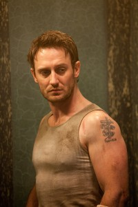Josh Stewart en The collection