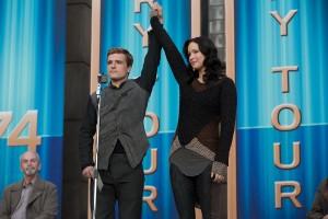 Josh Hutcherson y Jennifer Lawrence en Los Juegos del Hambre: En llamas