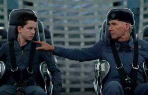 Asa Butterfield y Harrison Ford en El juego de Ender