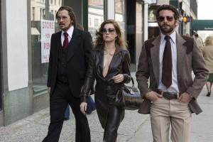 Christian Bale, Amy Adams, y Bradley Cooper en La gran estafa american
