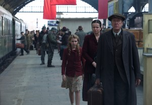 Sophie Nélisse, Emily Watson, y Geoffrey Rush en La ladrona de libros